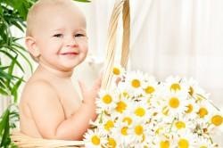 Купание новорожденного в настое из ромашки
