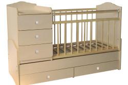 Удобная детская кроватка с комодом