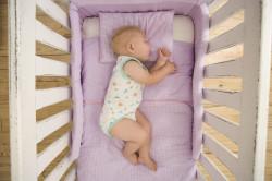 Сон ребенка в кроватке