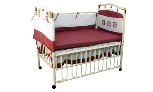Металлическая кроватка для младенца