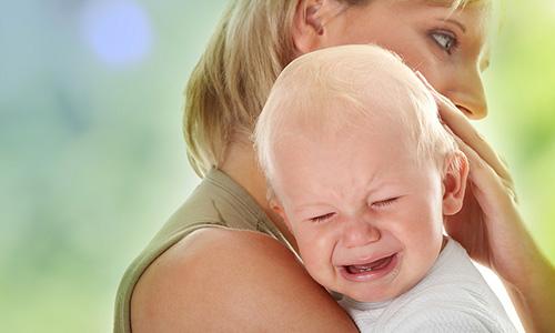 Плач младенца как признак колик