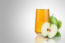 Польза яблочного сока для кормящих мам