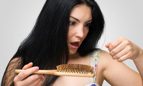 Проблема выпадения волос у кормящей мамы