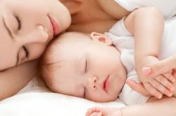 Спокойный сон ребенка с мамой