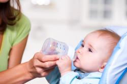 Вода для малыша при грудном вскармливании