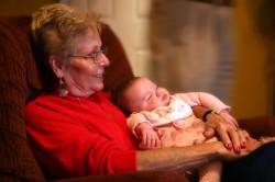 Необходимость замороженного молока при оставлении малыша с бабушкой