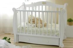 Маленткая кроватка для новорожденного