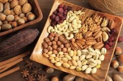 Польза и вред орехов при кормлении грудью