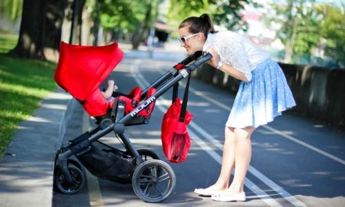 Удобная коляска для прогулок с ребенком