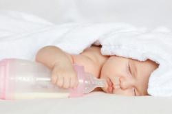 Раннее введение прикорма - частая причина вздутия живота