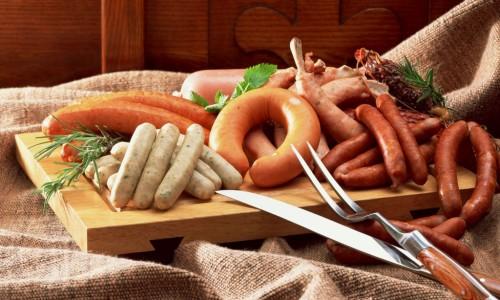 Выбор сосисок и сарделек при кормлении